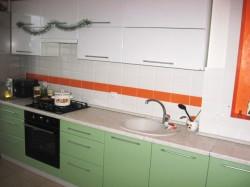 Кухня с глянцевыми МДФ фасадами
